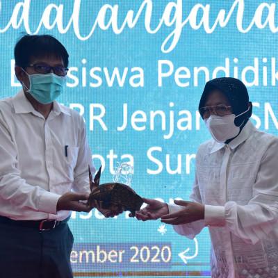 PDAM Surya Sembada Kota Surabaya beri bantuan Rp1,2 Miliar kepada Siswa MBR